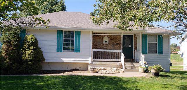 1919 Fairground Drive, Pleasant Hill, MO 64080 (#2194288) :: Edie Waters Network