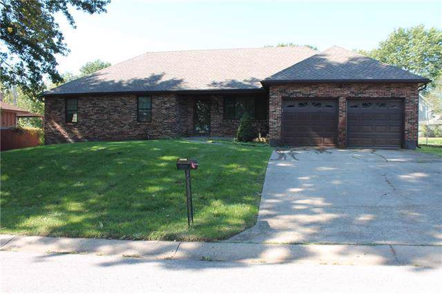 2504 Cedar Crest Avenue, Independence, MO 64057 (#2194329) :: Edie Waters Network