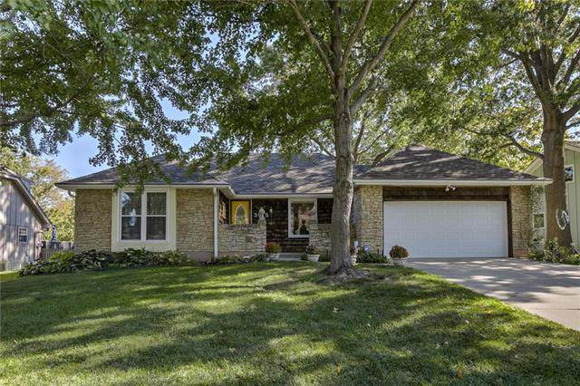 3915 NW Ponderosa Street, Lee's Summit, MO 64064 (#2194341) :: Clemons Home Team/ReMax Innovations