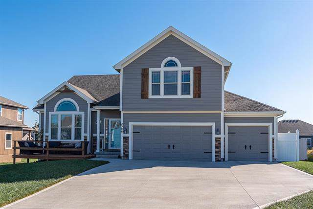 2506 E Maple Court, Tonganoxie, KS 66086 (#2194354) :: Edie Waters Network