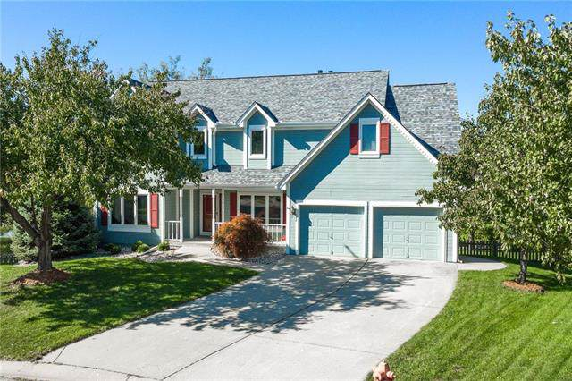 1817 SW Crystal Creek Place, Blue Springs, MO 64015 (#2194470) :: Clemons Home Team/ReMax Innovations