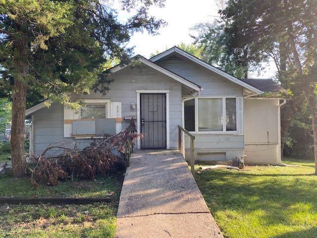 2215 E 81st Street, Kansas City, MO 64132 (#2194539) :: Clemons Home Team/ReMax Innovations