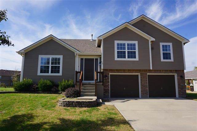 404 SW Cross Creek Drive, Grain Valley, MO 64029 (#2194647) :: Clemons Home Team/ReMax Innovations