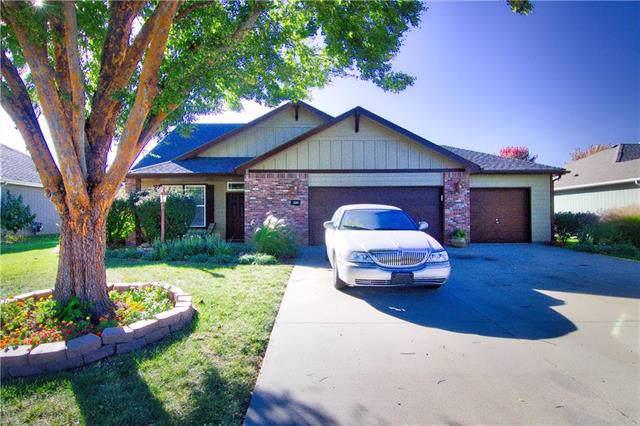 221 Eisenhower Drive, Lawrence, KS 66049 (#2194649) :: Clemons Home Team/ReMax Innovations