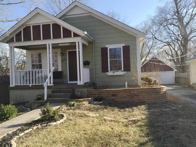 305 E 79th Street, Kansas City, MO 64114 (#2195566) :: Clemons Home Team/ReMax Innovations