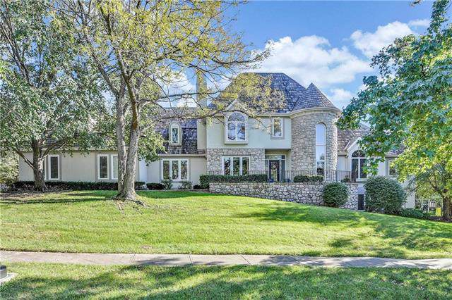3045 W 118th Terrace, Leawood, KS 66211 (#2195988) :: House of Couse Group