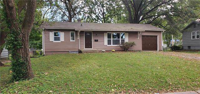 13127 Sycamore Street, Grandview, MO 64030 (#2196041) :: House of Couse Group