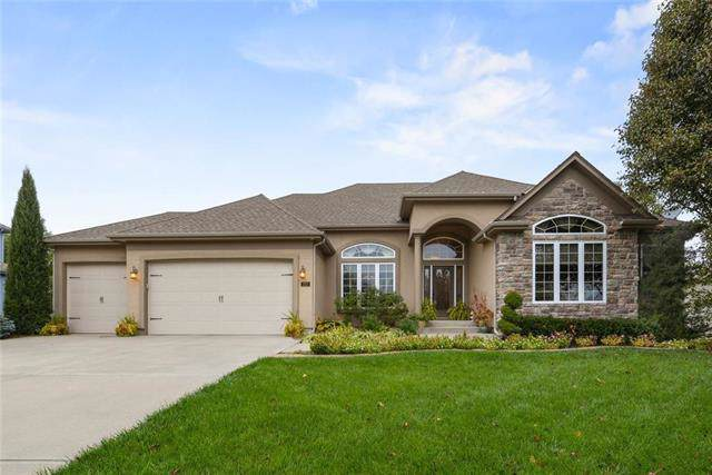112 NW Burroughs Drive, Lee's Summit, MO 64081 (#2196155) :: The Shannon Lyon Group - ReeceNichols