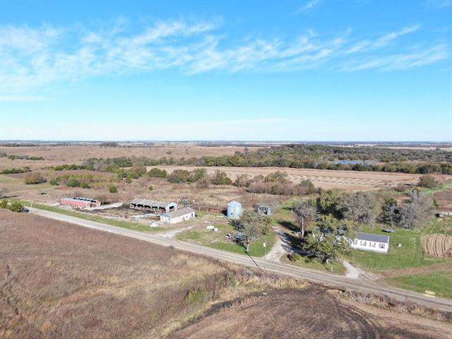 4672 W 700 Road, Blue Mound, KS 66010 (#2196205) :: House of Couse Group