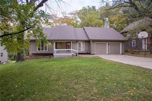 12304 W 70th Terrace, Shawnee, KS 66216 (#2196299) :: Clemons Home Team/ReMax Innovations