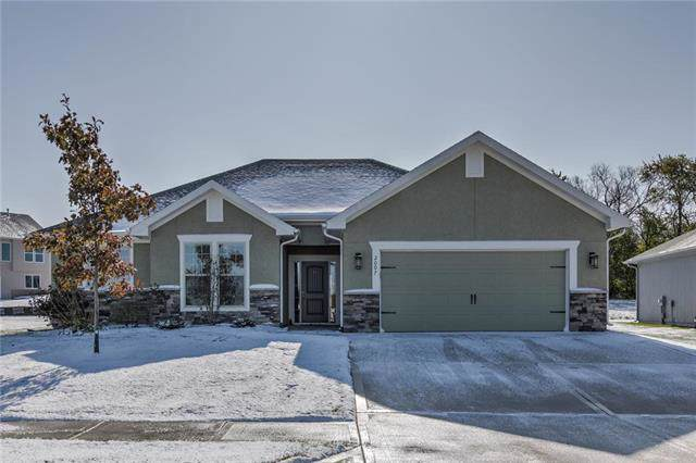 2007 Creek View Lane, Raymore, MO 64083 (#2196334) :: Clemons Home Team/ReMax Innovations