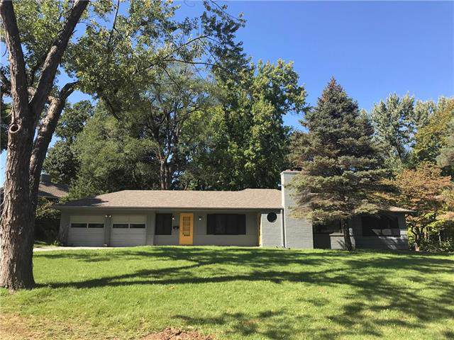 2800 W 92nd Street, Leawood, KS 66206 (#2196724) :: House of Couse Group