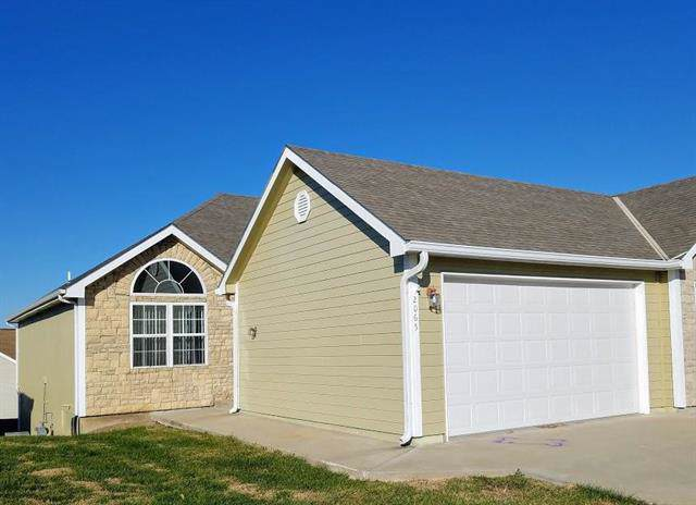 2065 Country View Court, Tonganoxie, KS 66086 (#2196943) :: House of Couse Group