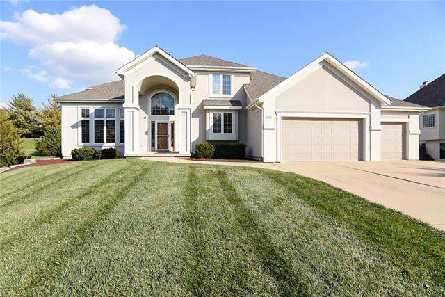 613 NW Riven Rock Trail, Lee's Summit, MO 64081 (#2196983) :: The Shannon Lyon Group - ReeceNichols