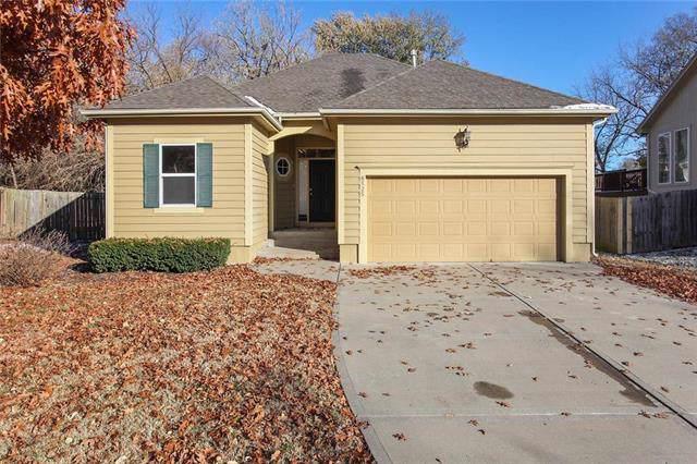 8525 Larsen Street, Overland Park, KS 66214 (#2197255) :: House of Couse Group