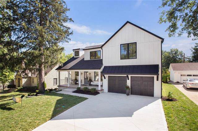 2821 W 74th Street, Prairie Village, KS 66208 (#2197296) :: House of Couse Group