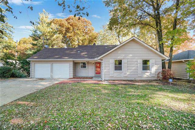 5229 Neosho Lane, Roeland Park, KS 66205 (#2197518) :: House of Couse Group