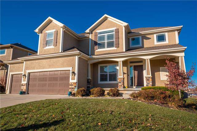 8402 W 165th Terrace, Overland Park, KS 66085 (#2197543) :: The Shannon Lyon Group - ReeceNichols