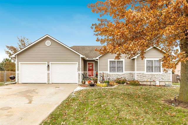 1870 Finch Drive, Tonganoxie, KS 66086 (#2197567) :: House of Couse Group