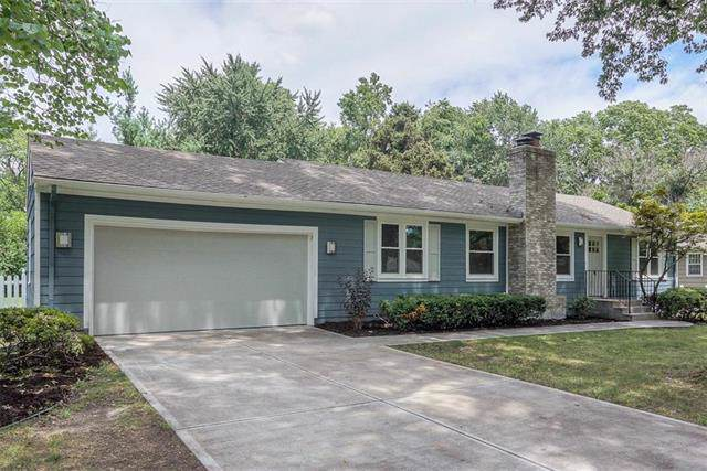 2908 W 94th Terrace, Leawood, KS 66206 (#2197647) :: House of Couse Group