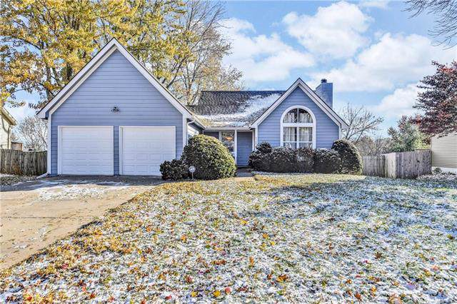 4729 Halsey Street, Shawnee, KS 66216 (#2197674) :: House of Couse Group