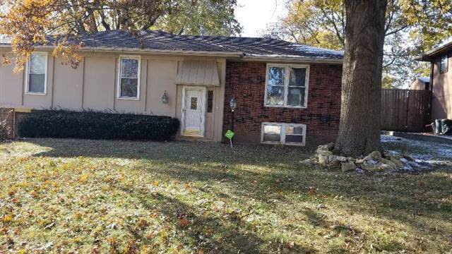 2100 Cougar Street, St Joseph, MO 64506 (#2197723) :: Edie Waters Network
