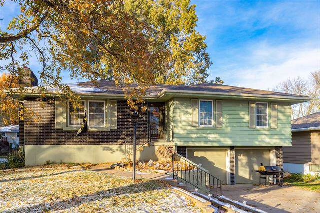 524 NW 87th Terrace, Kansas City, MO 64155 (#2197785) :: Edie Waters Network