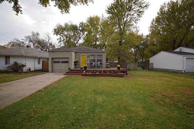 315 E 78 Street, Kansas City, MO 64114 (#2197858) :: Clemons Home Team/ReMax Innovations