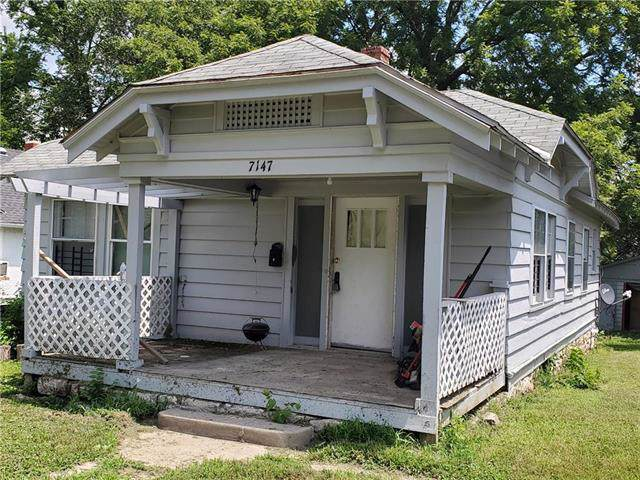 7147 S Benton Avenue, Kansas City, MO 64132 (#2198240) :: Dani Beyer Real Estate