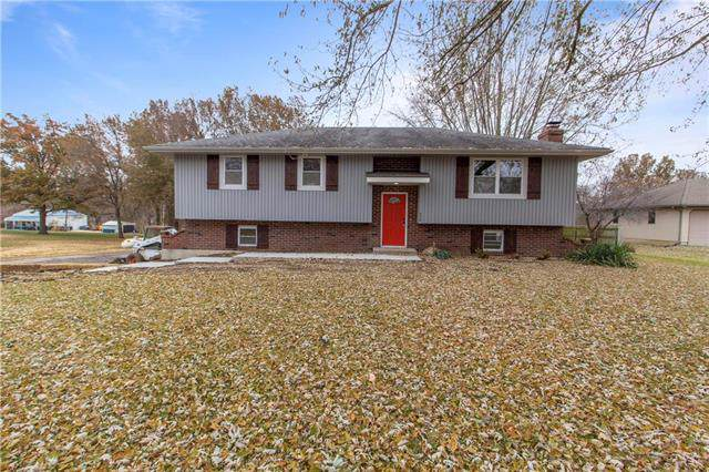 956 Kendall Road, Peculiar, MO 64078 (#2198363) :: Ask Cathy Marketing Group, LLC