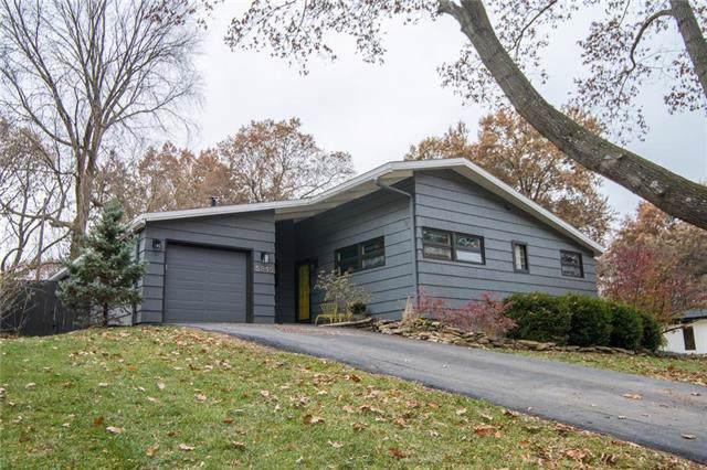 5215 W 77th Terrace, Prairie Village, KS 66208 (#2198365) :: House of Couse Group