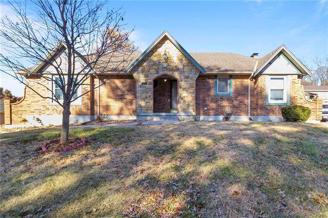 614 W Maple Street, Raymore, MO 64083 (#2198374) :: The Shannon Lyon Group - ReeceNichols