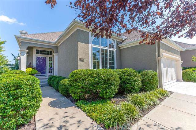 11861 Carriage Road, Olathe, KS 66062 (#2198376) :: Clemons Home Team/ReMax Innovations