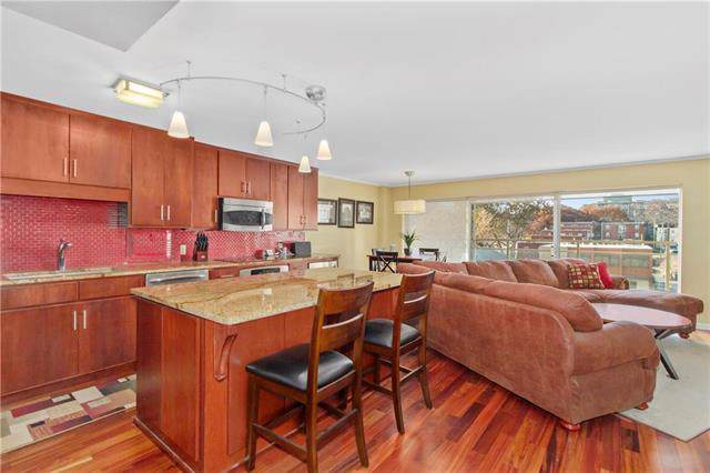 4545 Wornall Road #201, Kansas City, MO 64111 (#2198402) :: Eric Craig Real Estate Team