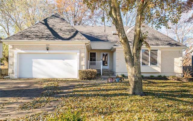 2205 S Kenwood Street, Olathe, KS 66062 (#2198690) :: House of Couse Group