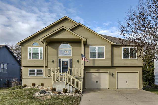 18214 W 155 Terrace, Olathe, KS 66062 (#2198727) :: House of Couse Group