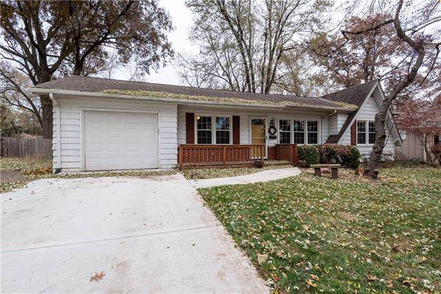 7619 Grandview Lane, Overland Park, KS 66204 (#2198743) :: House of Couse Group