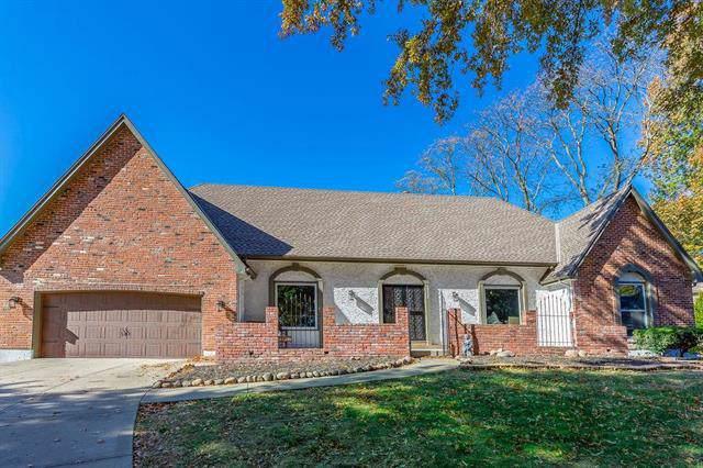 10228 Hemlock Drive, Overland Park, KS 66212 (#2198797) :: House of Couse Group