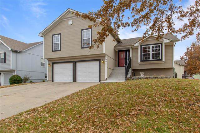 1001 SE 11th Street, Lee's Summit, MO 64081 (#2198873) :: House of Couse Group