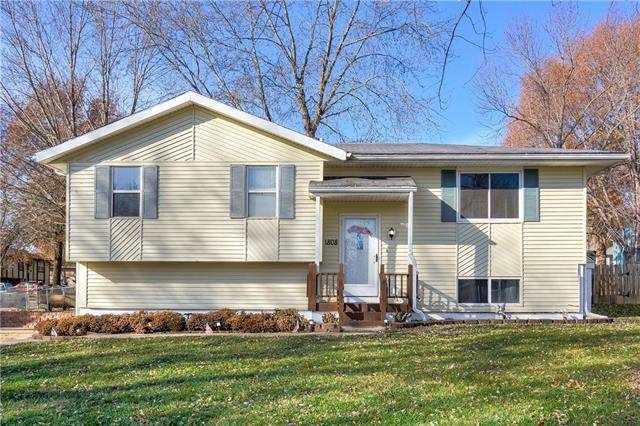 1808 SE Kingsway Street, Oak Grove, MO 64075 (#2199244) :: Eric Craig Real Estate Team