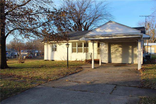 607 E 17th Street, Sedalia, MO 65301 (#2199531) :: Eric Craig Real Estate Team