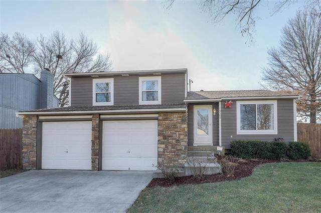 16505 W 126th Terrace, Olathe, KS 66062 (#2199619) :: The Shannon Lyon Group - ReeceNichols