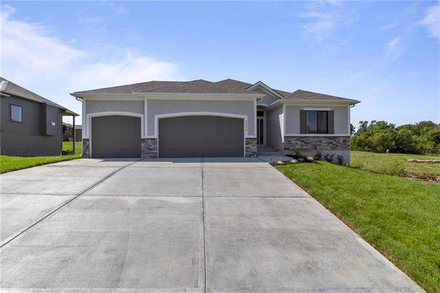 4226 S Stone Canyon Drive, Blue Springs, MO 64015 (#2199764) :: Clemons Home Team/ReMax Innovations