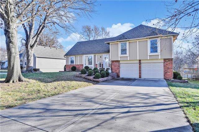 12415 W 101ST Terrace, Lenexa, KS 66214 (#2199785) :: House of Couse Group