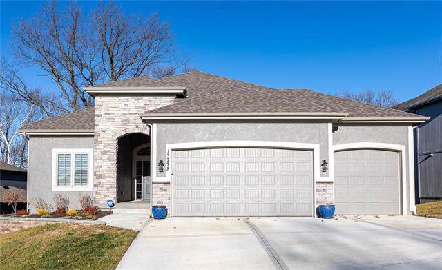 13778 Clear Creek Drive, Parkville, MO 64152 (#2199811) :: Eric Craig Real Estate Team