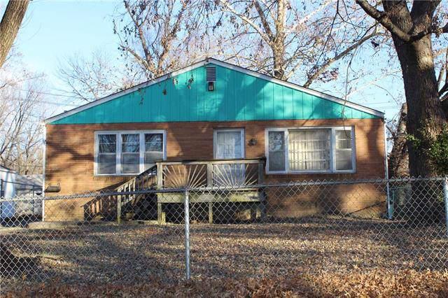 8605 Highland Avenue, Kansas City, MO 64131 (#2199821) :: The Gunselman Team