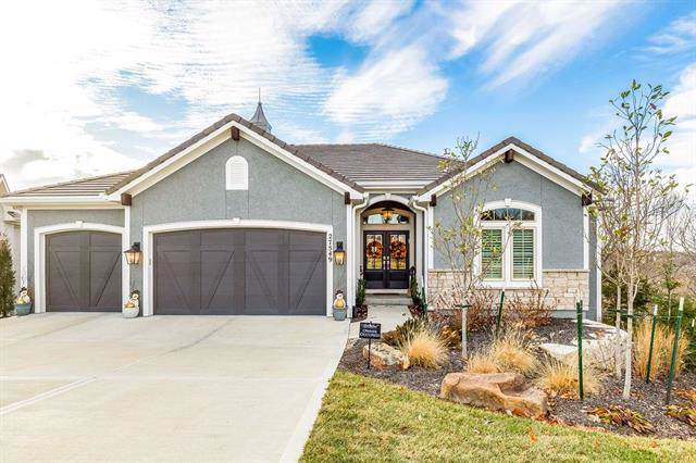 27549 W 100th Terrace, Olathe, KS 66061 (#2199892) :: Clemons Home Team/ReMax Innovations