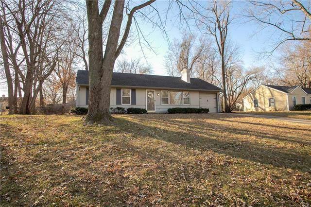 8433 W 70th Terrace, Overland Park, KS 66204 (#2199902) :: NestWork Homes