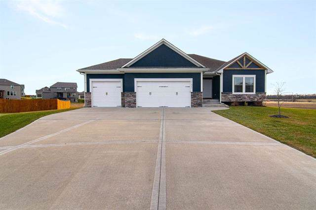 27803 E Lake Point Court, Lee's Summit, MO 64034 (#2199916) :: Eric Craig Real Estate Team