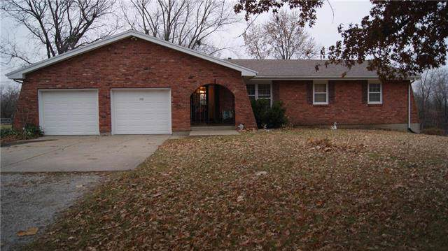 715 S 110th Street, Edwardsville, KS 66111 (#2200023) :: Eric Craig Real Estate Team